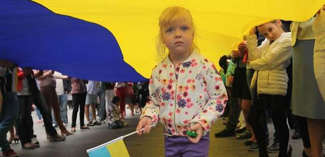 Ukrajinci si do jídla přidávají ruskou krev. Evropa je plná deviantů a homosexuálů. Tak informují ruská média, tvrdí ukrajinistka Víchová