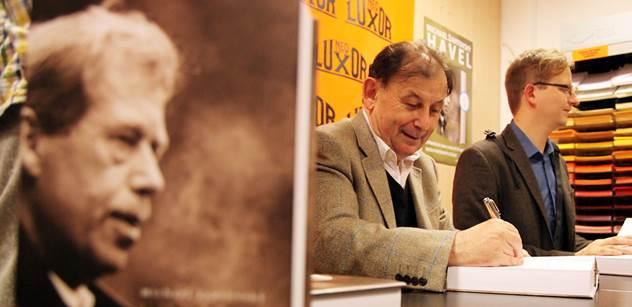 Havel měl úctu světa, to někteří nedokáží vydýchat. Je to směšné. Promlouvá šéf jeho knihovny Michael Žantovský