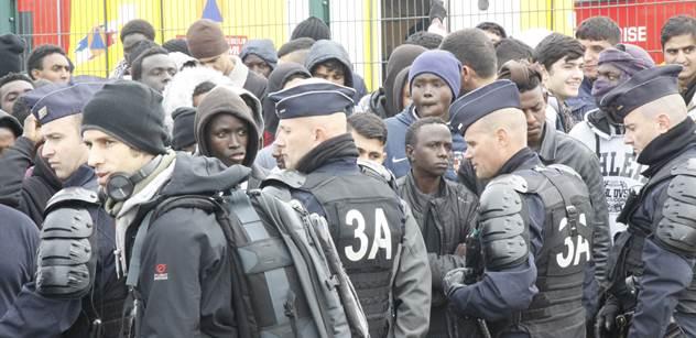 Tak už je to tady. Afričtí a arabští uprchlíci žijí nelegálně i u nás v ČR. Nájezdy migrantů. Babišův poslanec podává otřesné svědectví