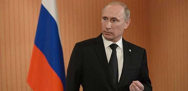 Monstrum, či velký muž? Vladimir Putin je právě 15 let u moci. Zachránil prý Rusko před kolapsem, jeho popularita sahá k nebesům. Ale mnoho věcí nevíte