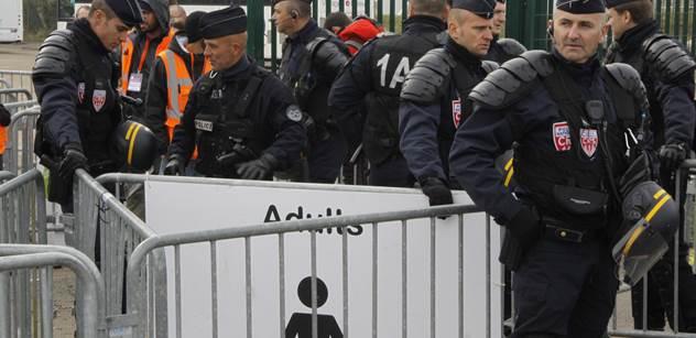 Uprchlíci se mydlí mezi sebou: V Řecku došlo k tvrdým střetům, problémy jsou i v Německu