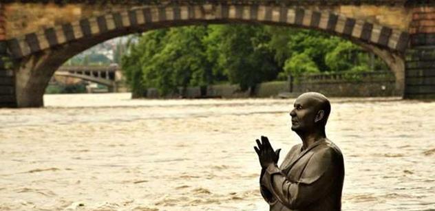 Ať vám zase pochcípá ZOO. Povodňový hyenismus zaplavil internet