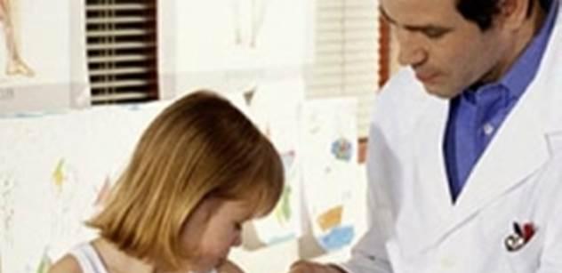 Bezmála dvě třetiny rodičů přesně nevědí, která očkování jsou povinná