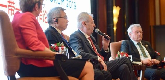 Zeman v Číně vtipkoval a uzavíral nové dohody. Činil se i Jágr
