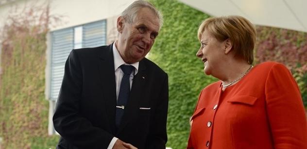Merkelová věnovala Zemanovi jenom třicet minut, posmívá se Svobodné forum. Není pro ni partner