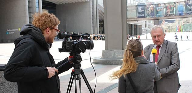 Historik Krystlík vyzval Ransdorfa na souboj před kamerami. Kvůli této vážné věci
