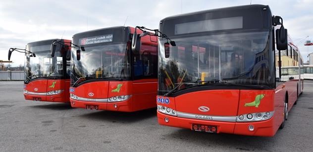 DPMČB: Ženy dostanou v autobusech a trolejbusech tisíc růží