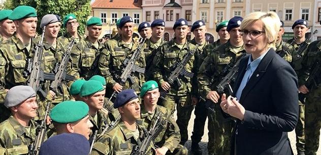 Ministryně Šlechtová přijala slib nových vojáků a pak se vydala do akce, ze které máme VIDEO