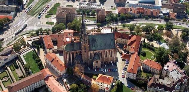 V Brně založili petici Místo hřiště parkoviště?