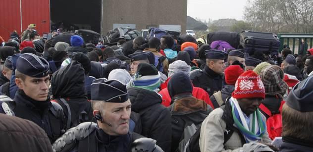 Kalamita je zase tady? Valí se tisíce uprchlíků, Erdogan nás trestá. Srbové mobilizují. Prý je to jen předvoj, který zjistí, kudy projít k nám