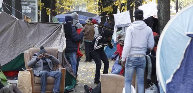 10 tisíc migrantů za tři dny, pomoc, volá Itálie. Nasrat a vyloučit ze Schengenu, ozvalo se