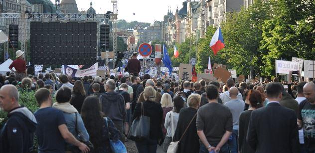 """Drahoš, Majdan a zmlácený Ovčáček? Po konci """"Václaváku"""" se Česko rozhádalo na internetu. Ale hodně"""