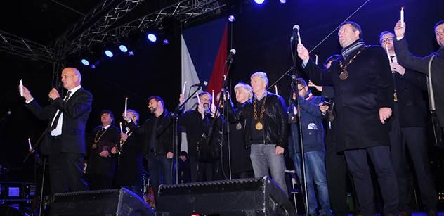"""""""Ostuda! Ostuda! Ostuda!"""" křičel zaplněný Staromák. Němcová se pustila do Zemana a rozbouřila masy lidí"""