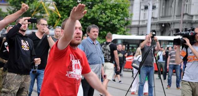 FOTO o ústa: Hajlování v Brně. Na akci Vandasovců proti uprchlíkům