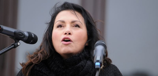"""FOTO """"Vašku, jsi prase!"""" Jana Bobošíková přišla na akci proti islámu, kde došlo k zesměšnění české hymny. A bylo zle"""