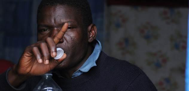 Uprchlíci z Nigérie a Gambie šokovali Itálii: Denně dostávali jídlo a peníze, ale bylo jim to málo. Vzali proto nože a...