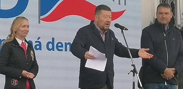 """""""Feťák zevluje, děti se bojí. Romové v SPD."""" Okamura, jak zatím nemluvil. Vzbudí údiv"""