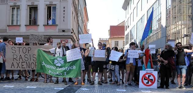 Česko zamořilo zlo a nenávist k cizincům, tvrdí petice, kterou chválí Herman. Zde je vážné pokračování