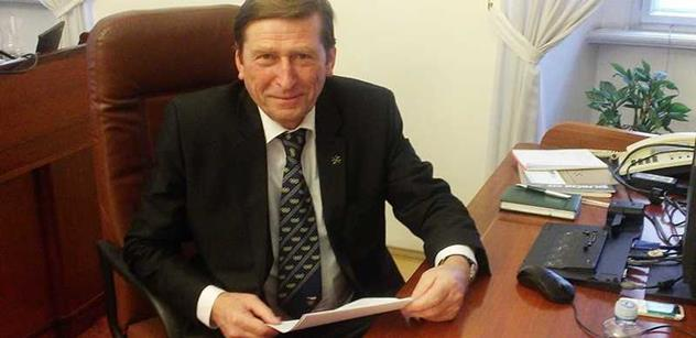 Andrle Sylor (Úsvit): Nenechme se zotročit HDP! Státní svátek má být zavřeno