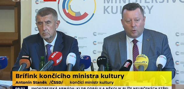 """""""Na blbé otázky blbá odpověď."""" Babiš před odjezdem na """"dovču"""" utřel Bakalova novináře"""
