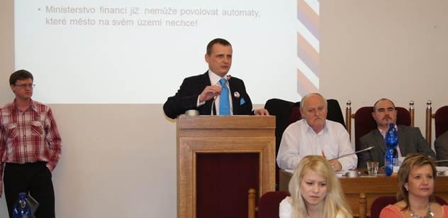 PROŠLÉ Bárta v Plzni brojil proti hazardu: Mít hernu i u sociálky, to je unikát