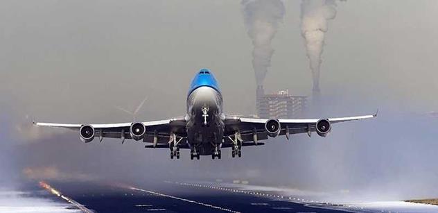 Obama nabízí pomoc kyjevské vládě, Brusel je v šoku. ČT rozebírala sestřelení letadla nad Ukrajinou