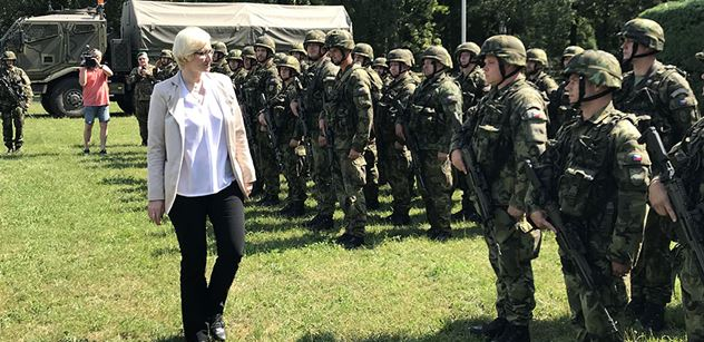VIDEO a FOTO Příprava k obraně hranic, útok na nepřítele. Karla Šlechtová s generálem Opatou navštívili elitní vojáky