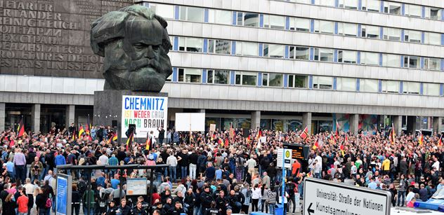 Rošáda v Německu. Merkelová vykopla šéfa kontrarozvědky Maassena, ale Seehofer si ho rovnou vzal k sobě na vnitro