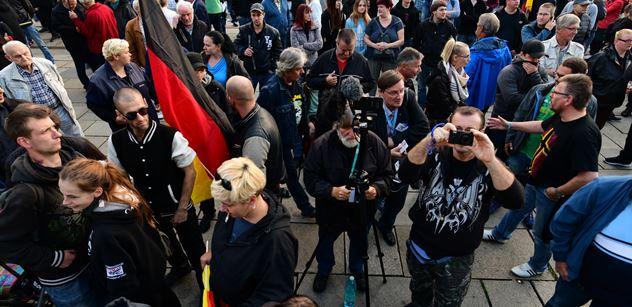 """Počet útoků nožem od příchodu milionu migrantů láme v Německu rekordy. Uříznutí hlavy prý prokurátoři a policie zamlčují """"z úcty k mrtvým"""""""