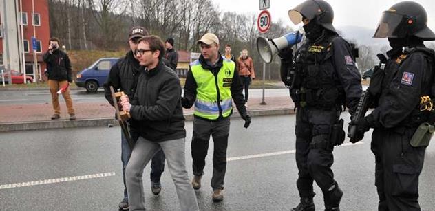Je to tady: Exkluzivní foto zadržení Adama B. Bartoše, který se postavil proti konvoji USA