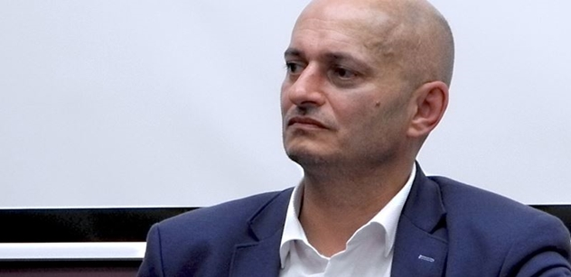 Extremista Konvička nesmí vzdělávat mládež. Už dávno měl být vyhozen, zaznělo od Pavla Šafra
