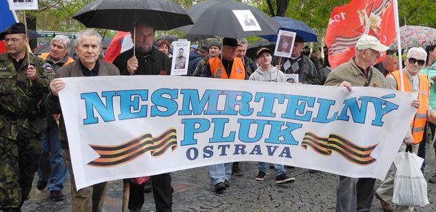 Připomínka Nesmrtelného pluku v Ostravě: Pravda je křivena. Když ji někdo řekne, třeba u pana Soukupa, pořádají na něj honičky