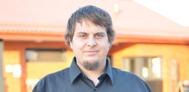 Pirát Šmída: Babiš je jako feťák závislý na dotacích