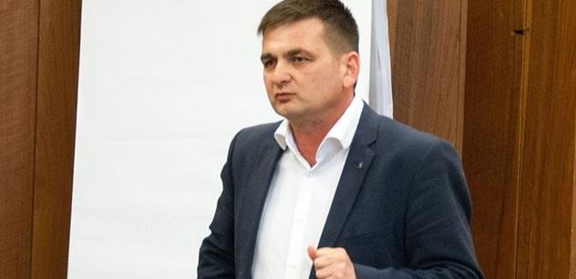 Červíček chce do Senátu. Bývalý policejní prezident půjde za ODS proti Bělobrádkovi