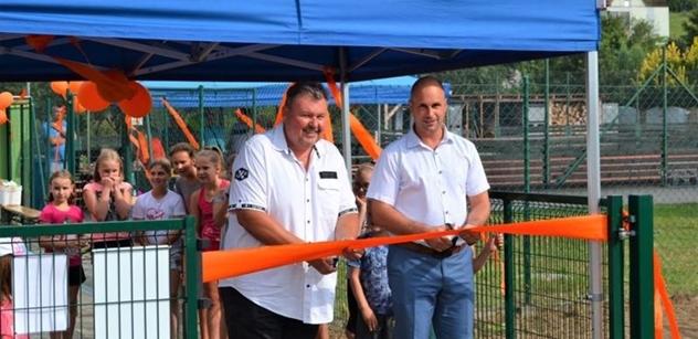 Nadace ČEZ: Nově otevřené hřiště v Těmicích u Hodonína nabídne nejen dětem pestré volnočasové vyžití i během školního roku