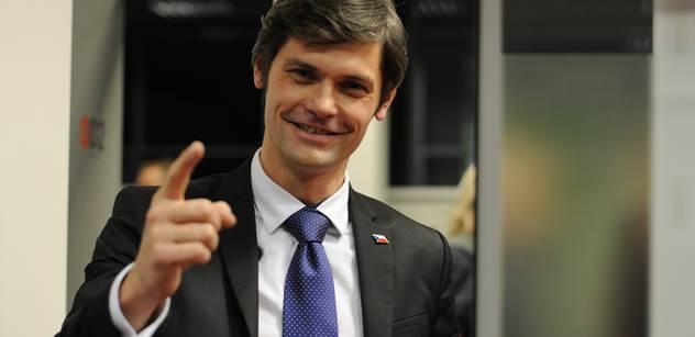 Senátor Hilšer: Slovenský mafián, který krmí národ párkama nacpanýma kůží