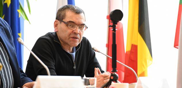 """Novinář vyhozený ze Svobodné Evropy: Debilní provokace v Kerčském průlivu. Ukrajina je """"špinavý stát"""", základy její legitimity leží na Donbase"""