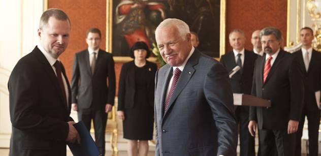 Profesor Klaus před profesorem ministrem jmenoval nové profesory