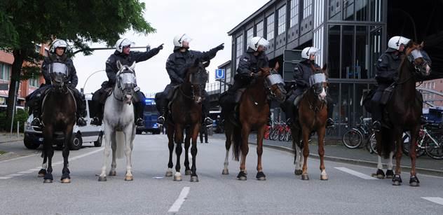 Summitu G20 si ani nevšimnete, sliboval starosta Hamburku. Teď se potupně omlouvá
