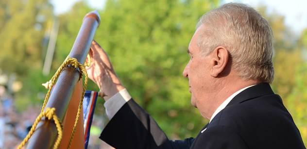 Pískání a křik na Miloše Zemana: Drsná dohra a řežba o to, co začne zítra. Kalousek se o sobě něco dozví