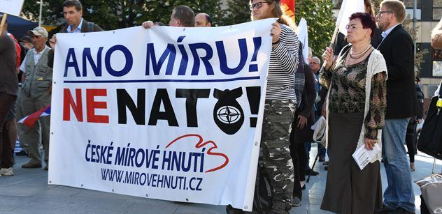 Dvacet let v NATO- je co slavit? Komentátor připomíná zásadní ohrožení civilizace, které v malicherných sporech s Ruskem přehlížíme