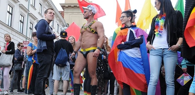 Raketa. 1.000.000 pro Prague Pride. Teď, v krizi. Nejvíc v historii. Praha má peněz dost? A už je zle