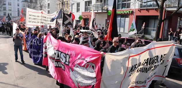 Žádný prostor náckům! Zakažte příznivcům AfD vstup do restaurací! Nevěřícně jsme sledovali, jak se v Berlíně demonstruje proti xenofobii