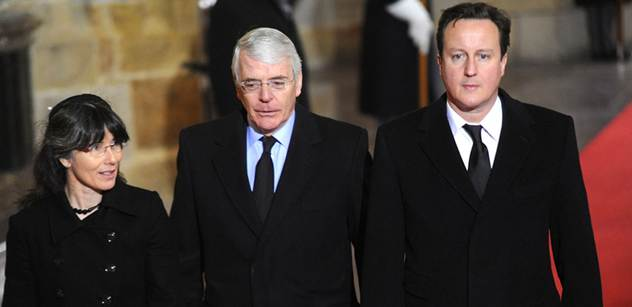Odebrat migrantům dávky! Cameron získává hlasitou podporu v sesterské straně Angely Merkelové