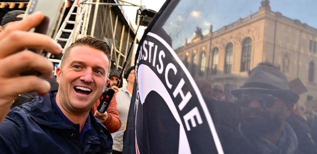 Tommy Robinson a cenzura Facebooku? Hýbe se to i v Česku. A vcelku překvapivě