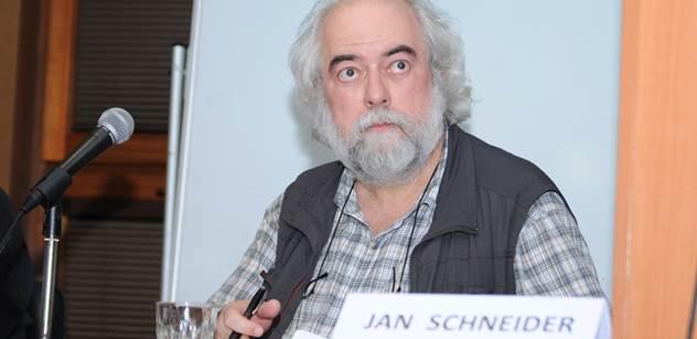 Jak pohřbít slušně rozjetou kampaň, verze 2018. Jan Schneider nevěřícně zírá, co začal provádět kandidát Drahoš