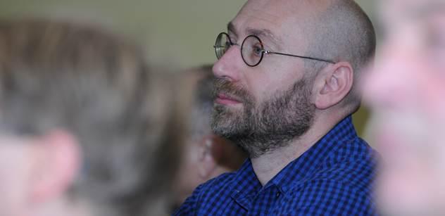 Petr Hampl: Jak se panství elit v květnu nehroutilo