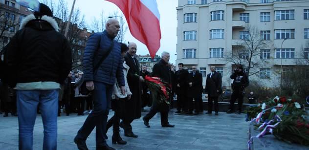 Vandalové posprejovali sochu Koněva v Praze 6
