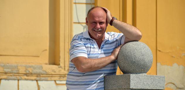 Hejtman Okleštěk: Záchranáři získají celkem třicet nových sanitek