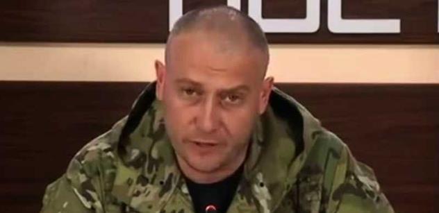 Drsňák Ukrajiny, lídr Pravého sektoru Jaroš: Do parlamentu nosím granát. Klidně ho odpálím. Lidé na jaře svrhnou Porošenka i Jaceňuka. Našim dobrovolnickým praporům velíme jen my